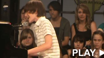 12-year-old silences crowd with an emotional performance of a 2008 hit song
