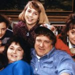 "TV show ""Roseanne"" returning with original cast for new series"