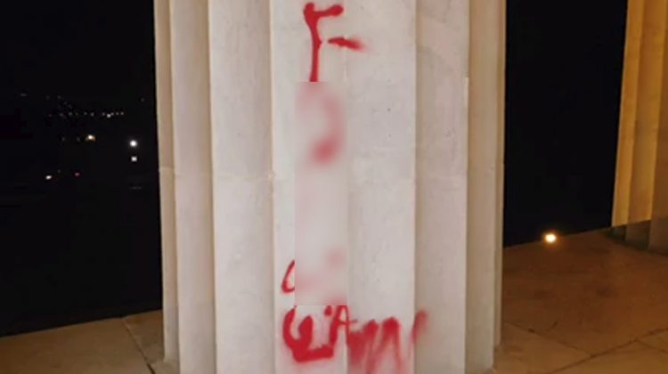 Lincoln Memorial has been vandalized with spray paint