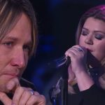 Kelly Clarkson sings emotional song and the judges break down