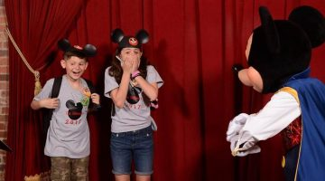 Mickey Mouse helped foster parents plan a surprise adoption day and people are loving it